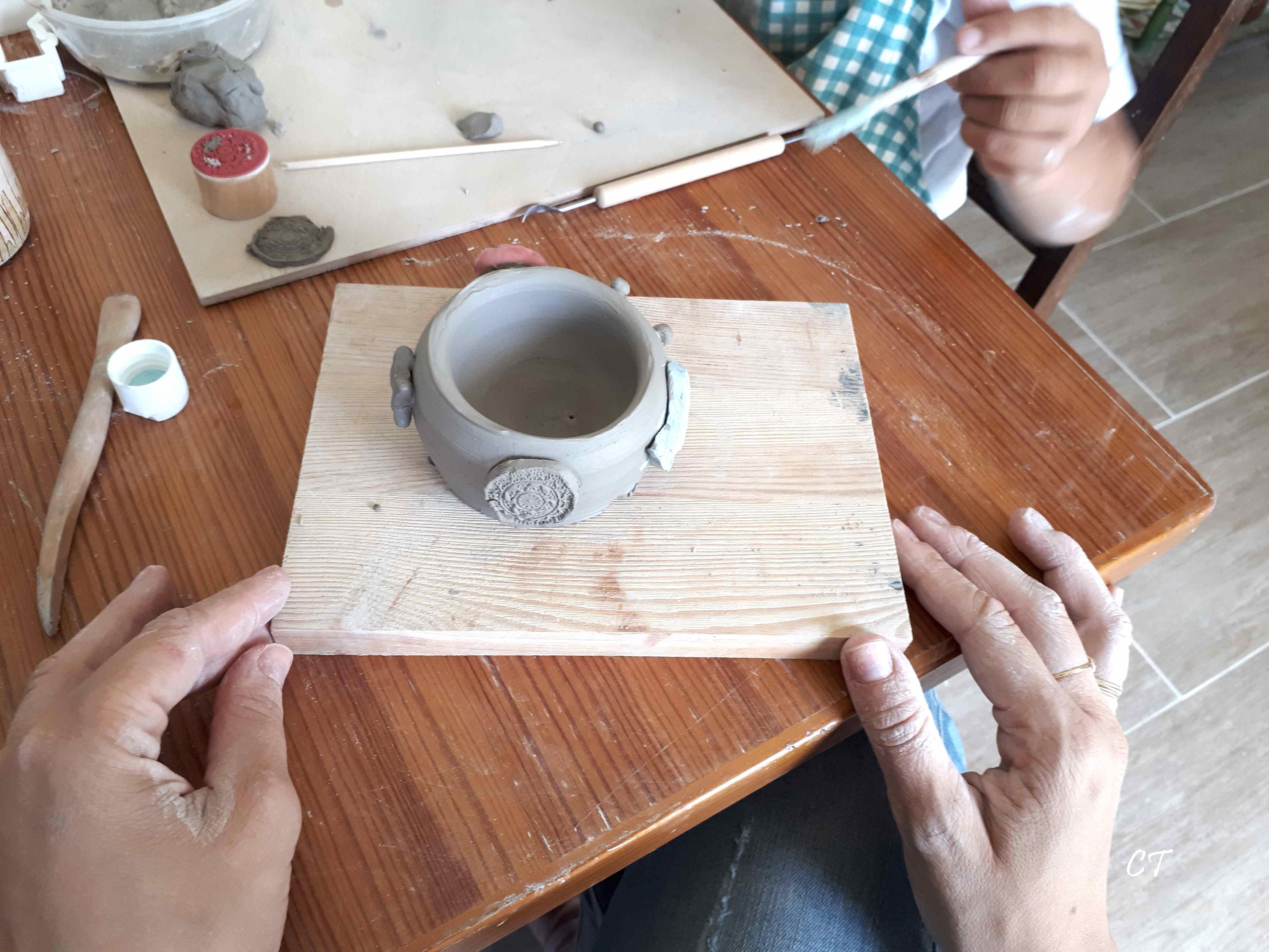 ateleir poterie enfants parents creative terre. Black Bedroom Furniture Sets. Home Design Ideas